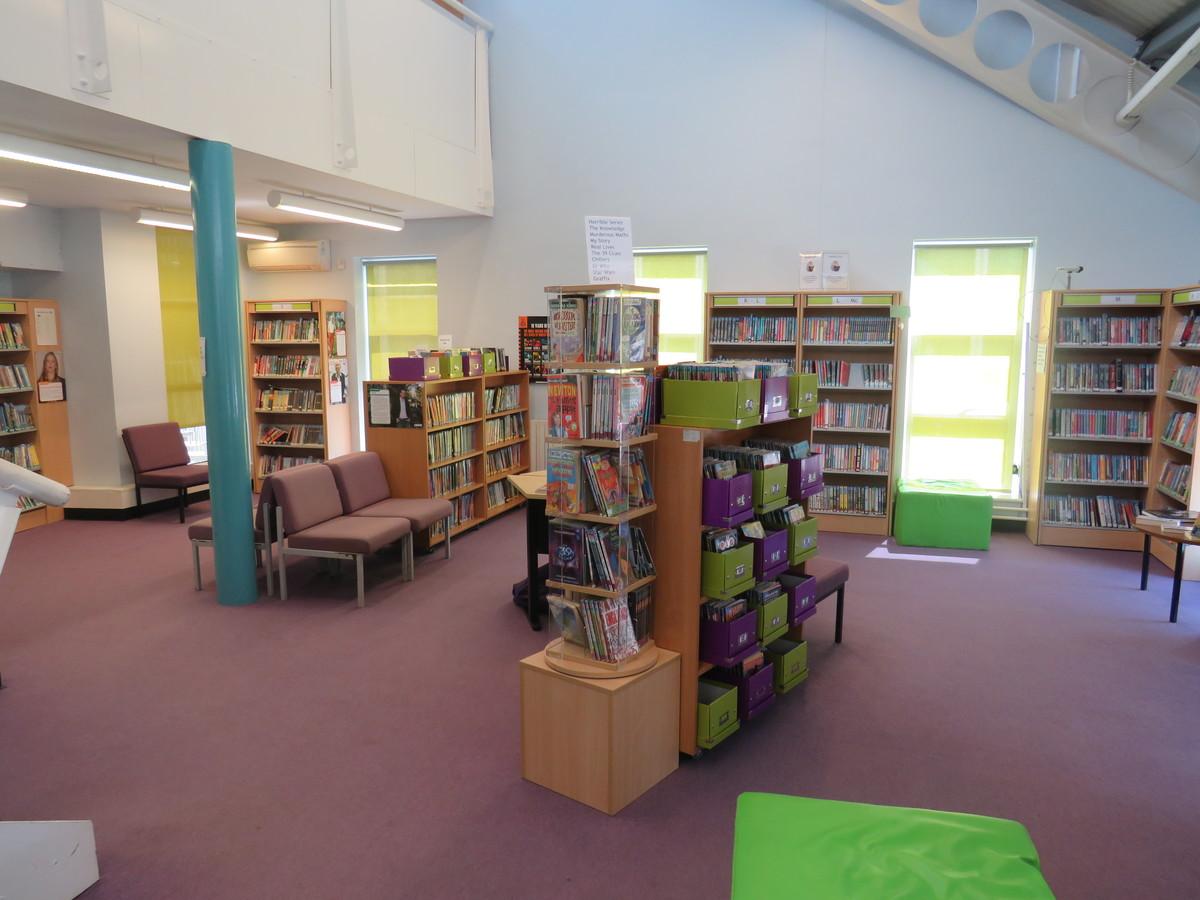 Learning Resources Centre - Rodborough School - Surrey - 4 - SchoolHire