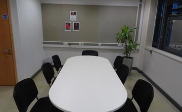 Specialist Classroom - Meeting Room - SLS @ Bishop Challoner Catholic Federation of Schools - Tower Hamlets - 2 - SchoolHire