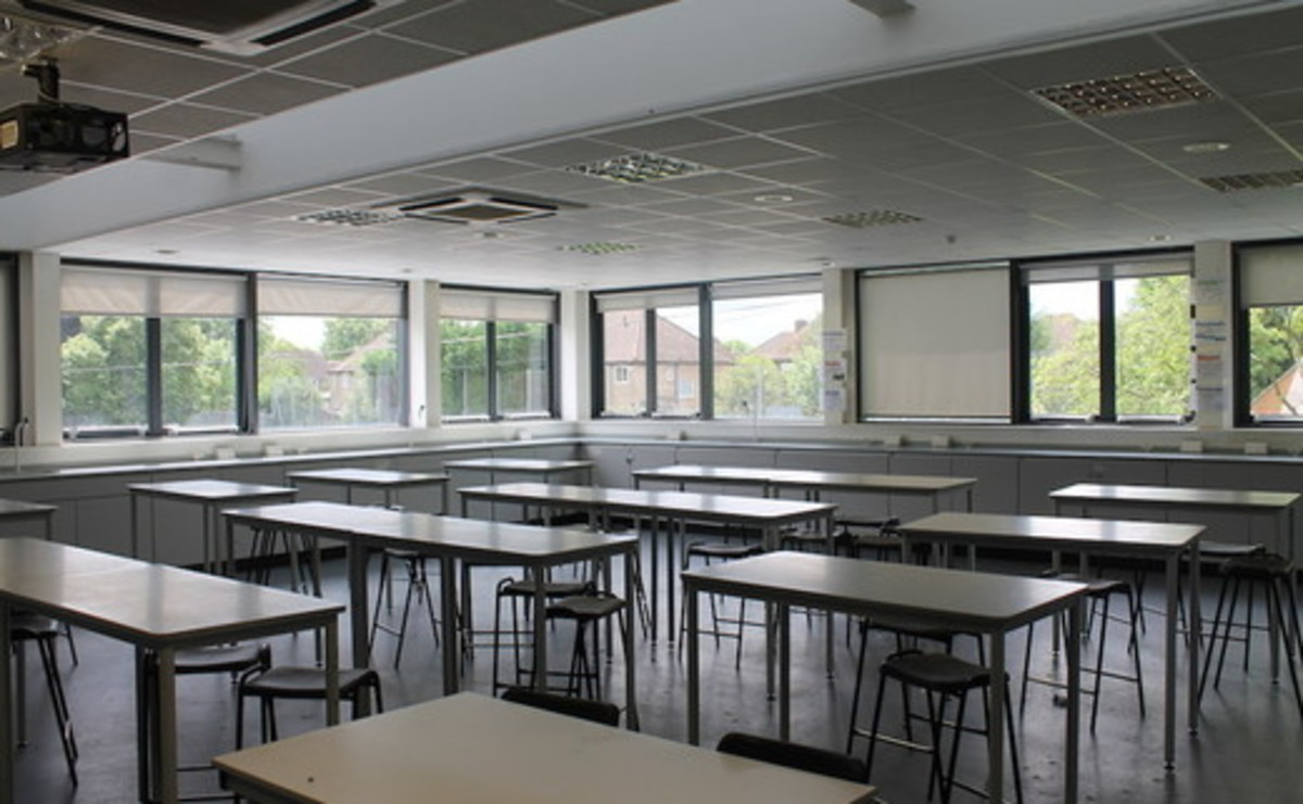 Specialist Classroom - Science Room - SLS @ Chalfonts Community College - Buckinghamshire - 1 - SchoolHire