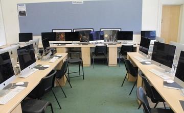 Specialist Classroom - IT Suite - SLS @ Chalfonts Community College - Buckinghamshire - 1 - SchoolHire