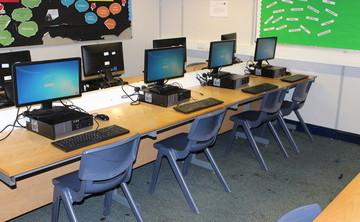 Specialist Classroom - ICT Suite - SLS @ Chorlton High School - Manchester - 1 - SchoolHire