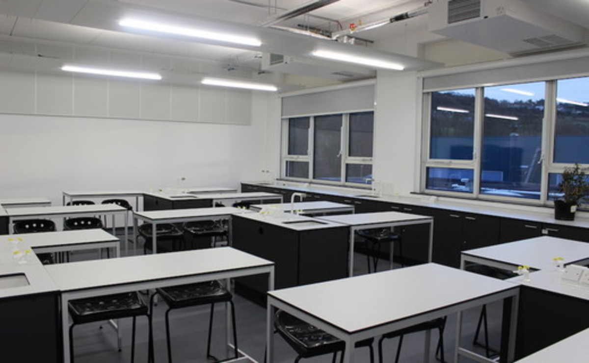 Specialist Classrooms - Science Lab  - SLS @ Dixons Cottingley Academy - West Yorkshire - 1 - SchoolHire