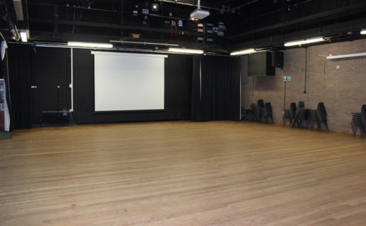 Main Hall  - SLS @ Finham Park School - Coventry - 1 - SchoolHire
