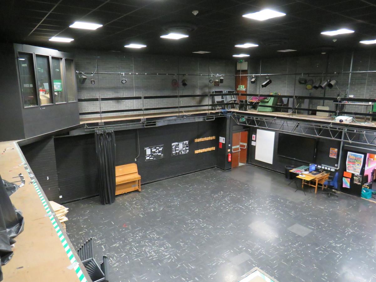 Drama Hall - St Clement Danes School - Hertfordshire - 4 - SchoolHire