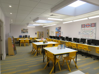 LRC Seminar Room - St Clement Danes School - Hertfordshire - 1 - SchoolHire