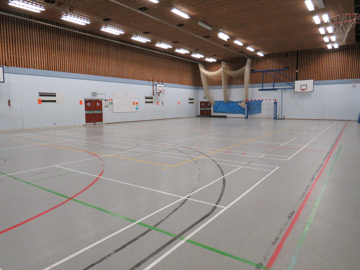 Sports Hall - St Clement Danes School - Hertfordshire - 4 - SchoolHire