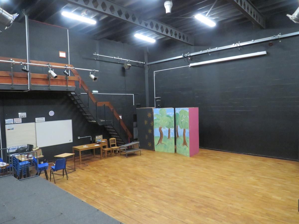 Drama Studio - Bosworth Academy - Leicester - 2 - SchoolHire