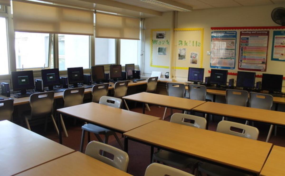 Specialist Classroom - IT Suite - SLS @ Mayflower High School - Essex - 2 - SchoolHire