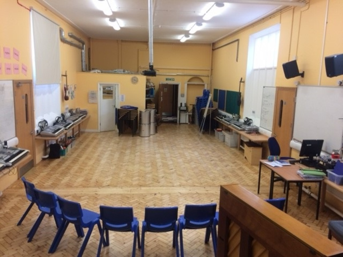 Music Room - St. Michael's Catholic Grammar School - Barnet - 2 - SchoolHire