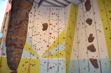 Climbing Wall - Midhurst Rother College - West Sussex - 4 - SchoolHire
