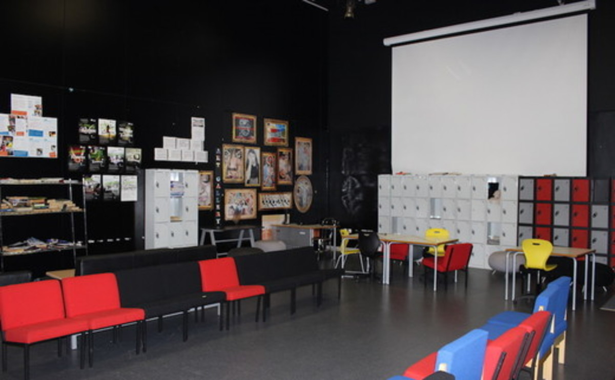 6th Form Area - SLS @ Holte School - Birmingham - 1 - SchoolHire