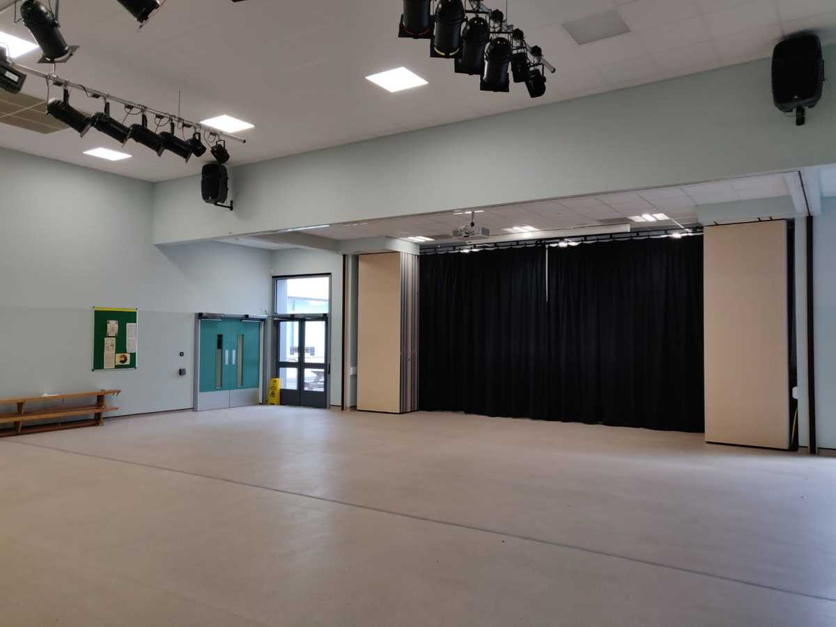Redbridge Main Hall  - SLS @ Redbridge Bank View High Schools - Liverpool - 1 - SchoolHire