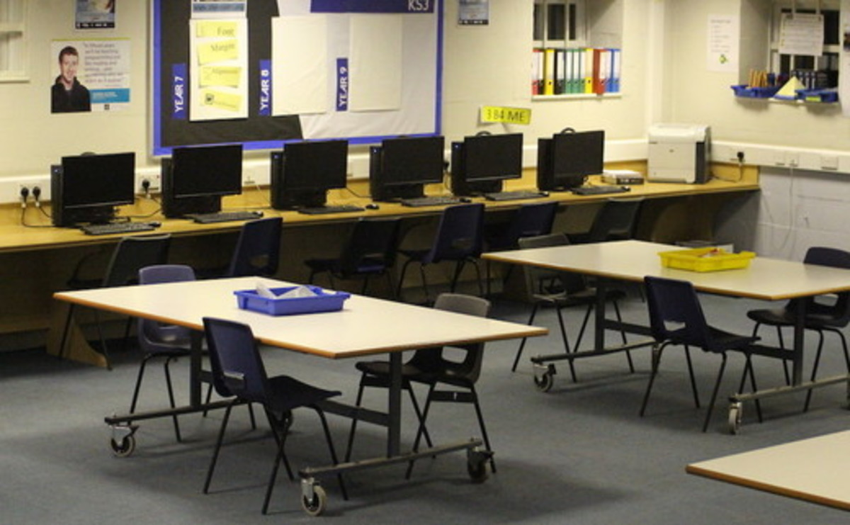 ICT Suite - SLS @ Sale High School - Lancashire - 1 - SchoolHire
