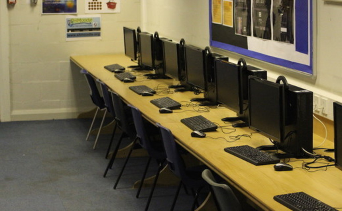 ICT Suite - SLS @ Sale High School - Lancashire - 2 - SchoolHire