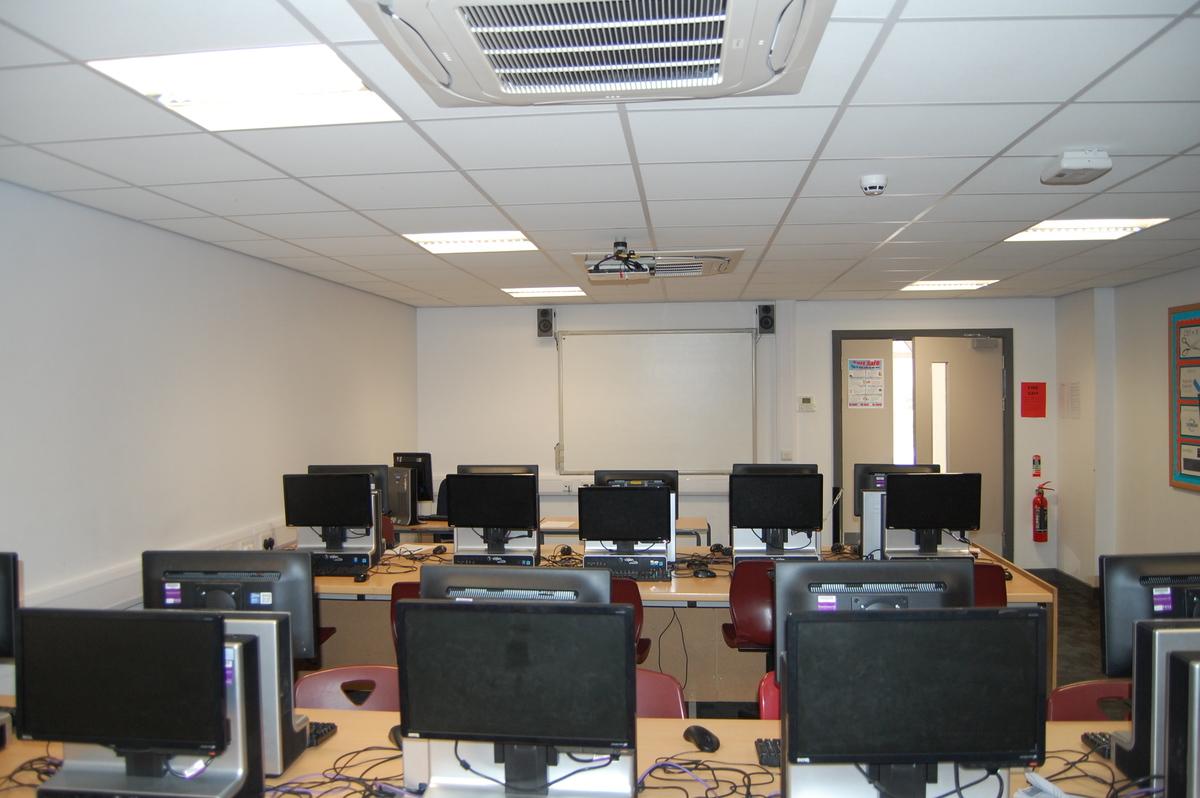 IT Room 11 - AKS Lytham Independent School - Flyde - 4 - SchoolHire