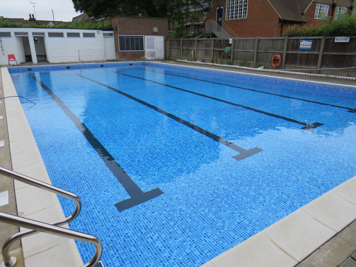 Outdoor Swimming Pool - Chigwell School - Essex - 3 - SchoolHire