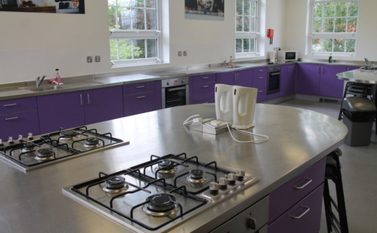 Specialist Classroom - Cooking Room - SLS @ St Edwards College - Liverpool - 2 - SchoolHire