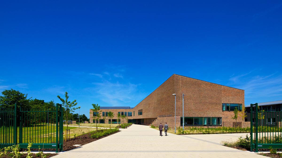 SLS @ Tudor Grange Academy Worcester - Worcestershire - 1 - SchoolHire