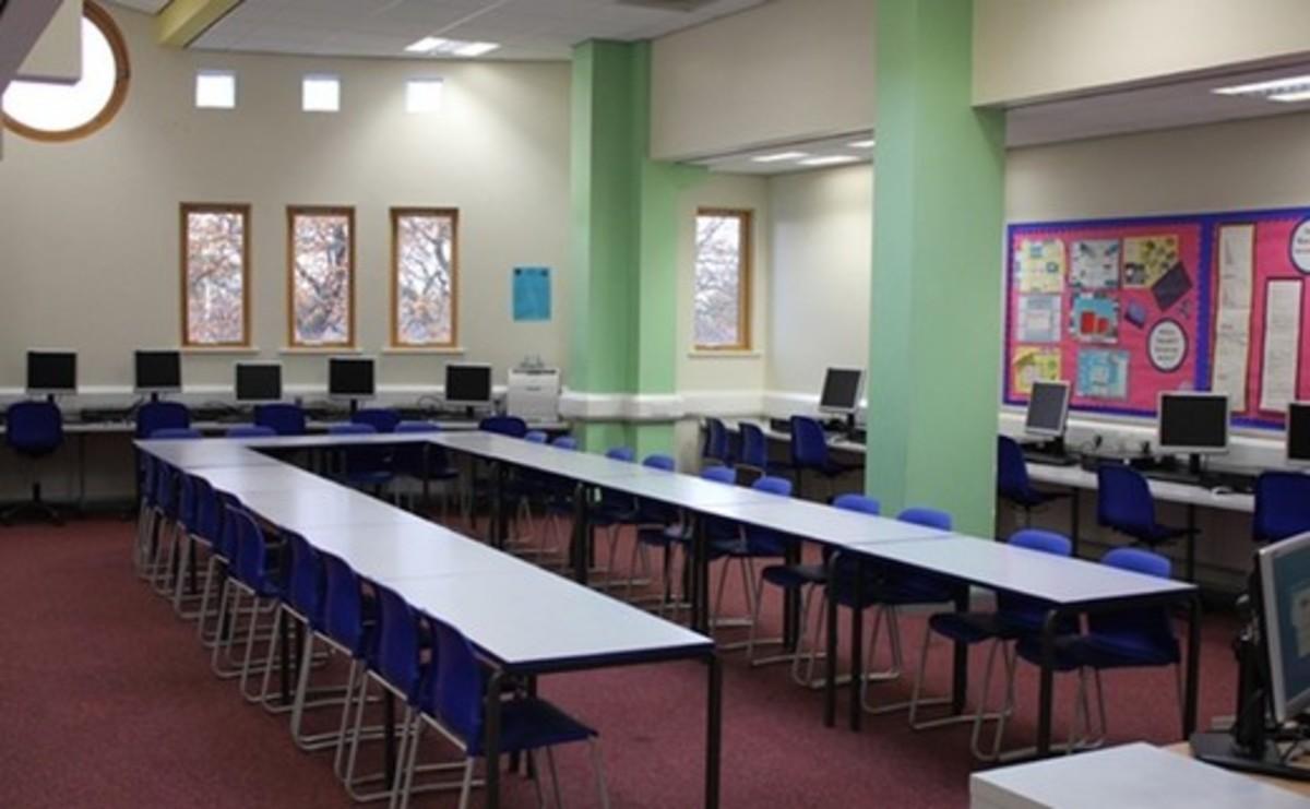 Specialist Classroom - IT Suite - SLS @ Ursuline Academy Ilford - Redbridge - 1 - SchoolHire
