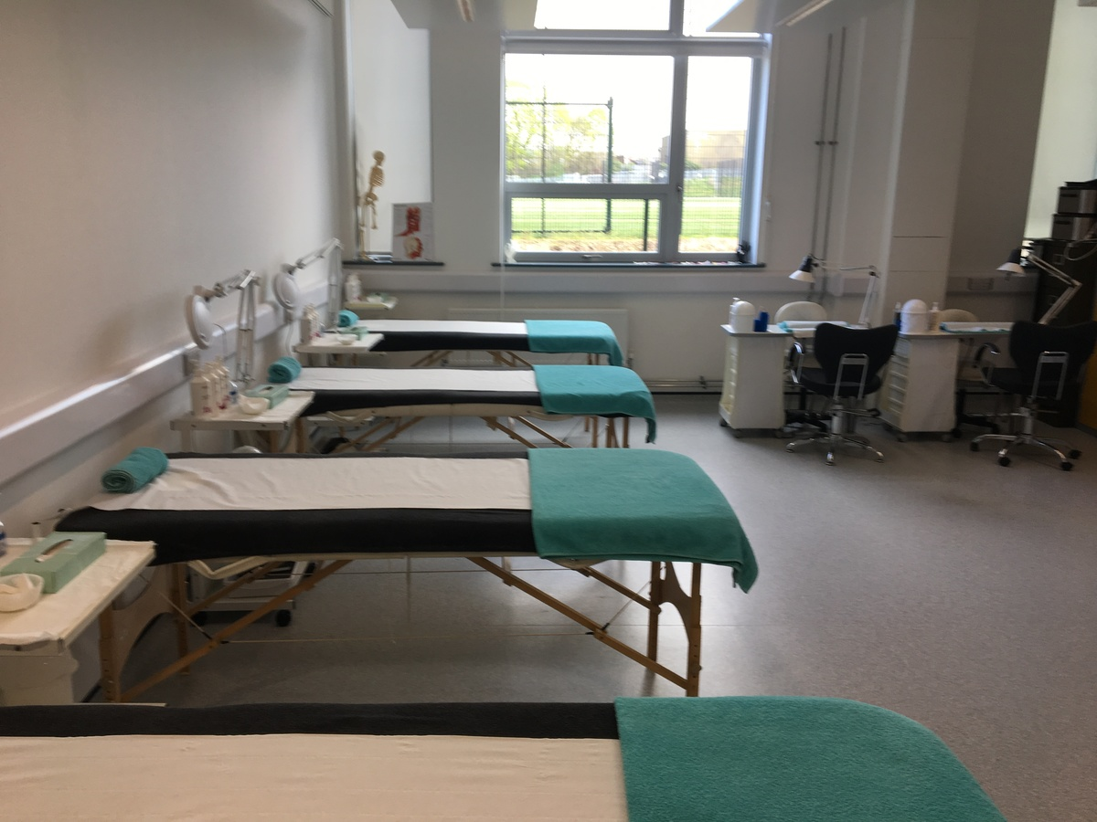 Beauty Room - Westfield Academy - Hertfordshire - 1 - SchoolHire