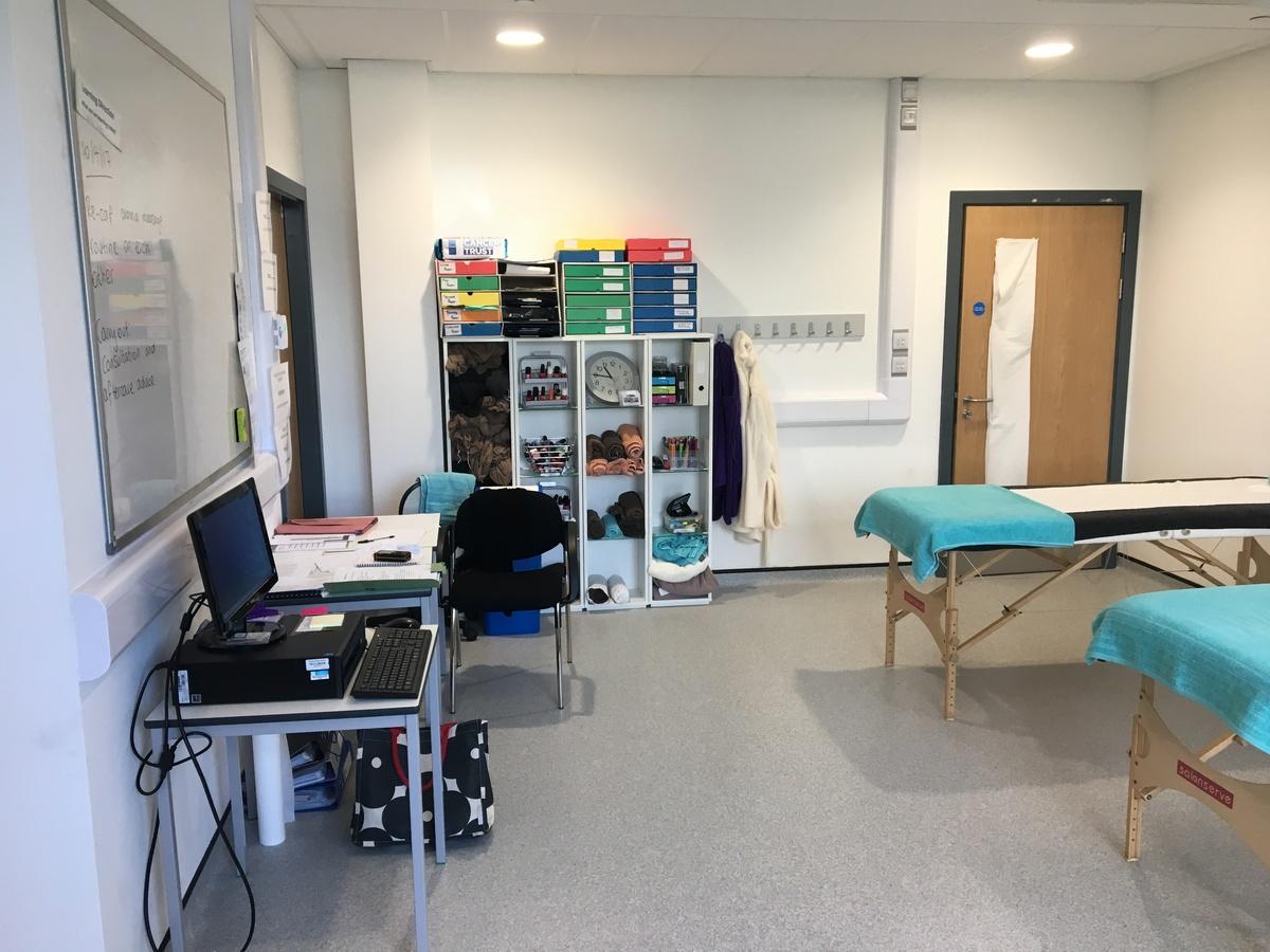 Beauty Room - Westfield Academy - Hertfordshire - 3 - SchoolHire