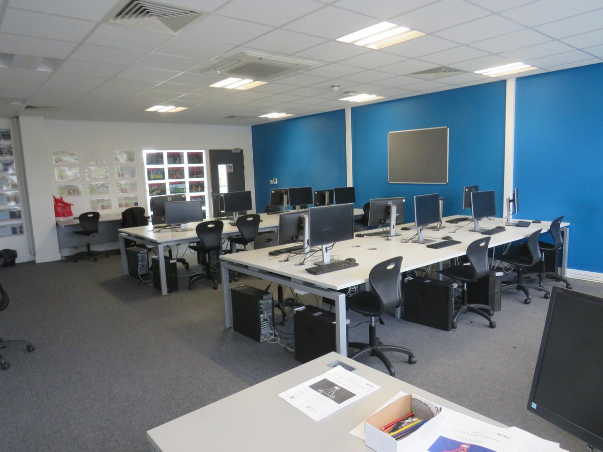 ICT Suites - UTC@MediaCityUK - Manchester - 4 - SchoolHire