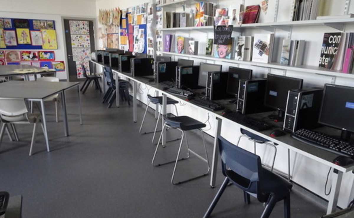 Specialist Classrooms - Art Room - SLS @ Hetton School - Durham - 2 - SchoolHire