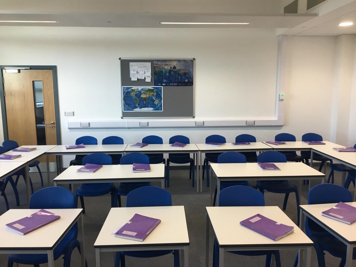 Standard Classroom - Westfield Academy - Hertfordshire - 4 - SchoolHire