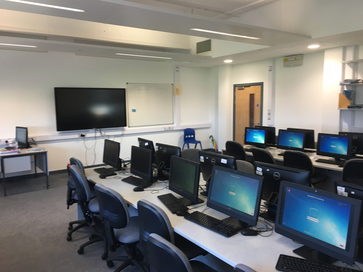 IT Rooms - Westfield Academy - Hertfordshire - 1 - SchoolHire