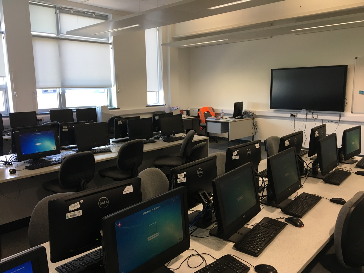 IT Rooms - Westfield Academy - Hertfordshire - 4 - SchoolHire