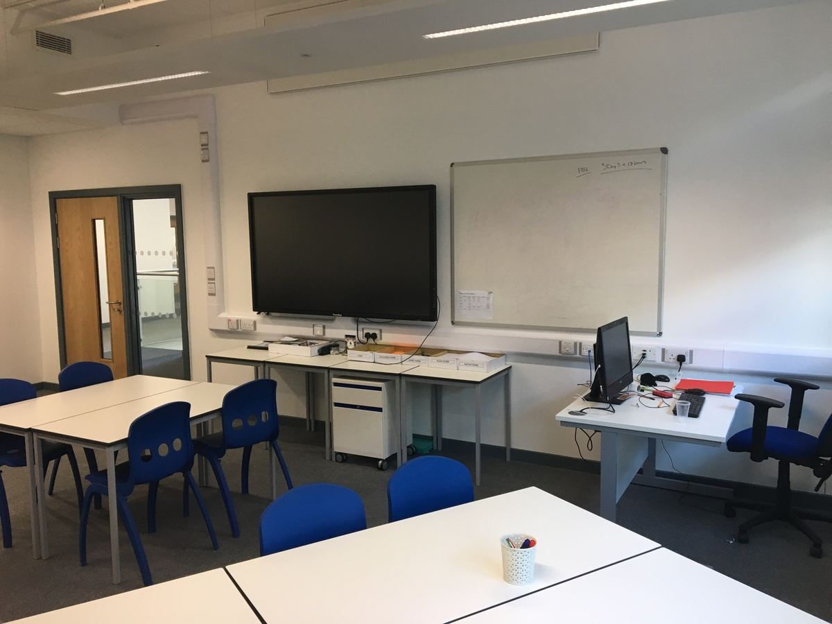 Small Classrooms - Westfield Academy - Hertfordshire - 3 - SchoolHire