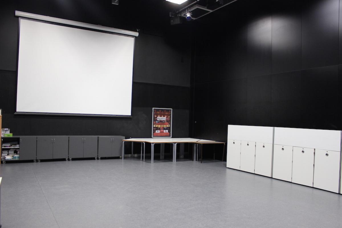 Drama Room - SLS @ Holte School - Birmingham - 1 - SchoolHire