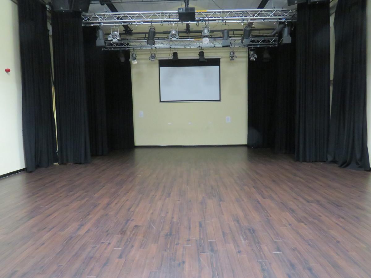Theatre - Riddlesdown Collegiate - Surrey - 2 - SchoolHire