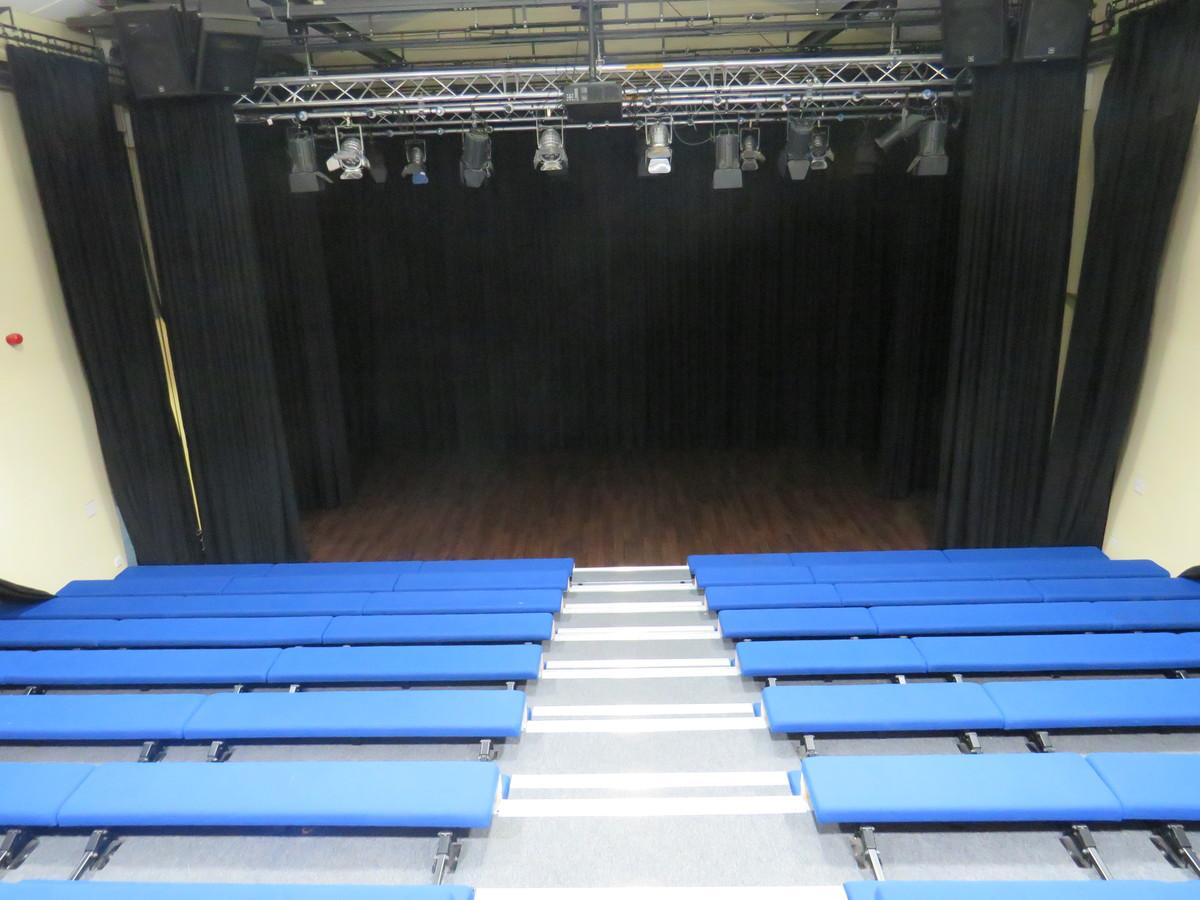 Theatre - Riddlesdown Collegiate - Surrey - 4 - SchoolHire