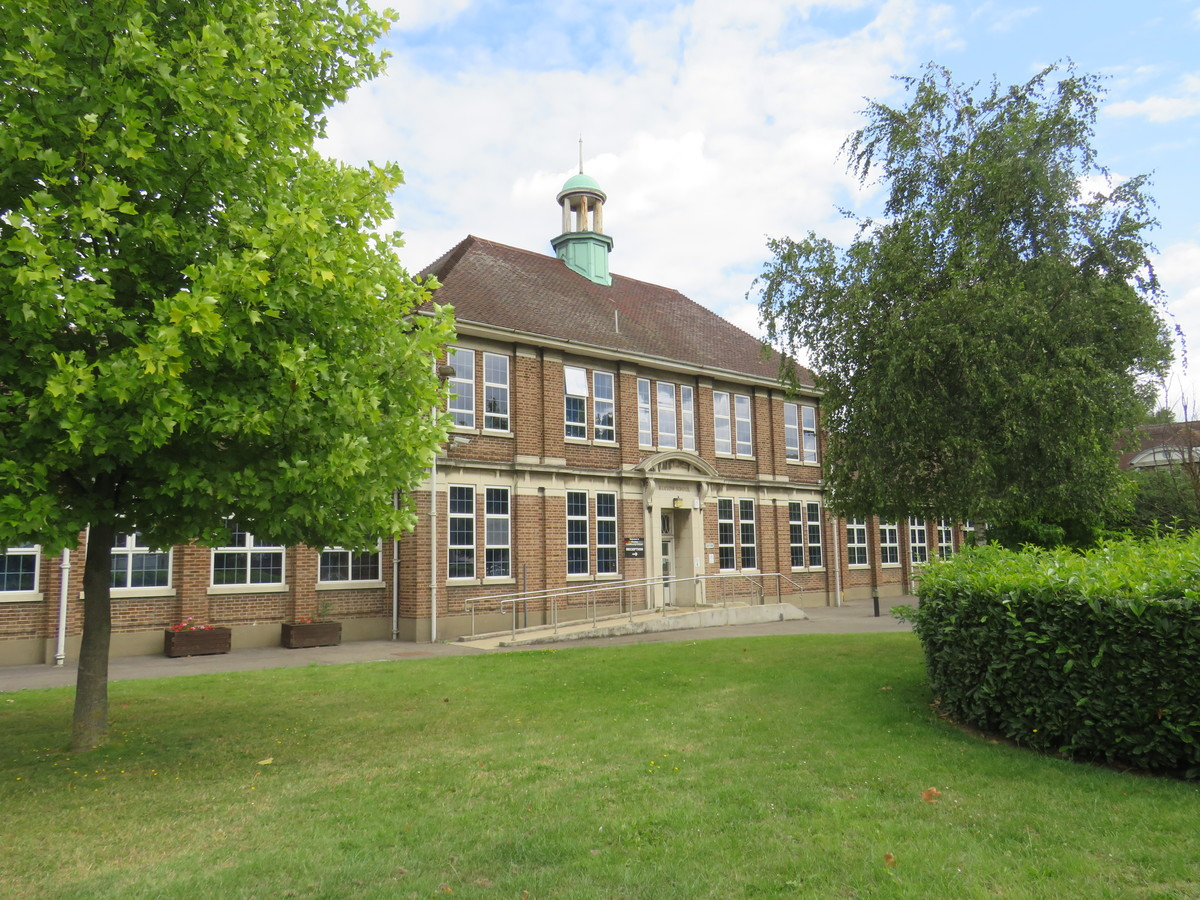 Heston Community School - Hounslow - 2 - SchoolHire