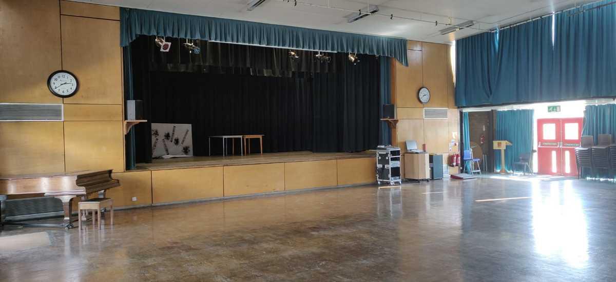 Main Hall - SLS @ Dinnington High School - Sheffield - 1 - SchoolHire