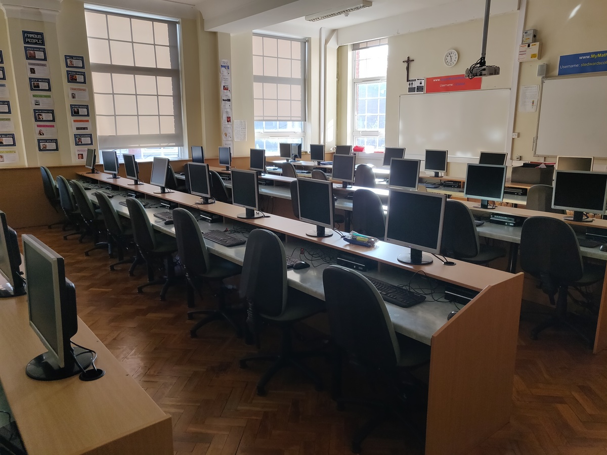 Specialist Classroom - ICT Room - SLS @ St Edwards College - Liverpool - 4 - SchoolHire