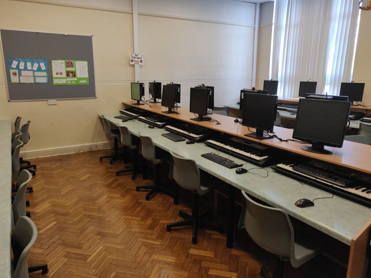 Specialist Classroom - Music Room - SLS @ St Edwards College - Liverpool - 3 - SchoolHire