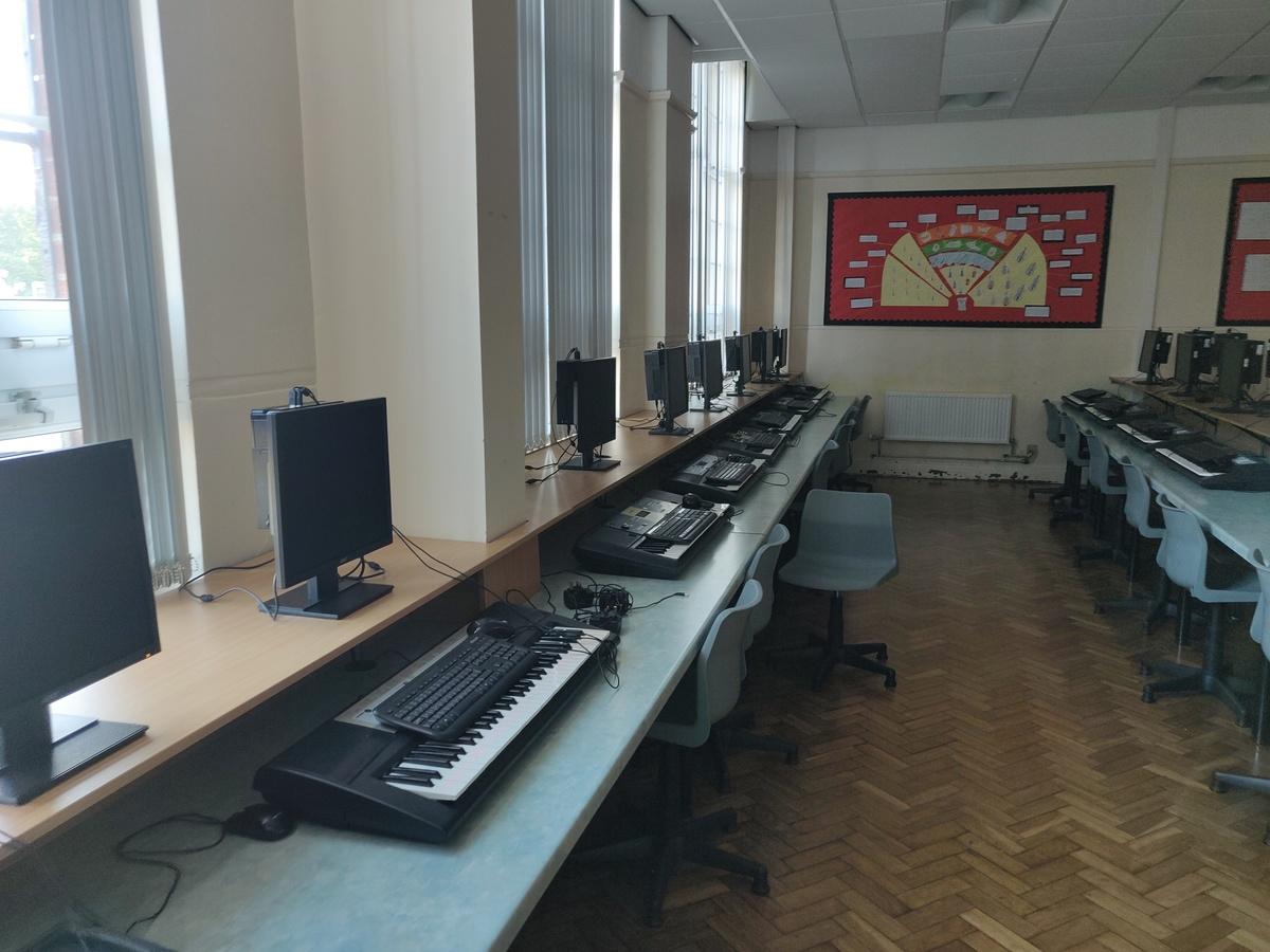 Specialist Classroom - Music Room - SLS @ St Edwards College - Liverpool - 4 - SchoolHire