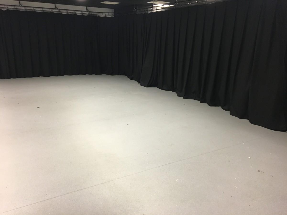 Photography Studio - UTC@MediaCityUK - Manchester - 3 - SchoolHire