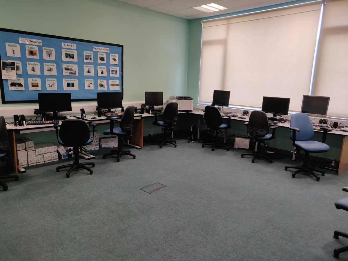 Specialist Classroom - ICT Room - SLS @ Redbridge Bank View High Schools - Liverpool - 4 - SchoolHire