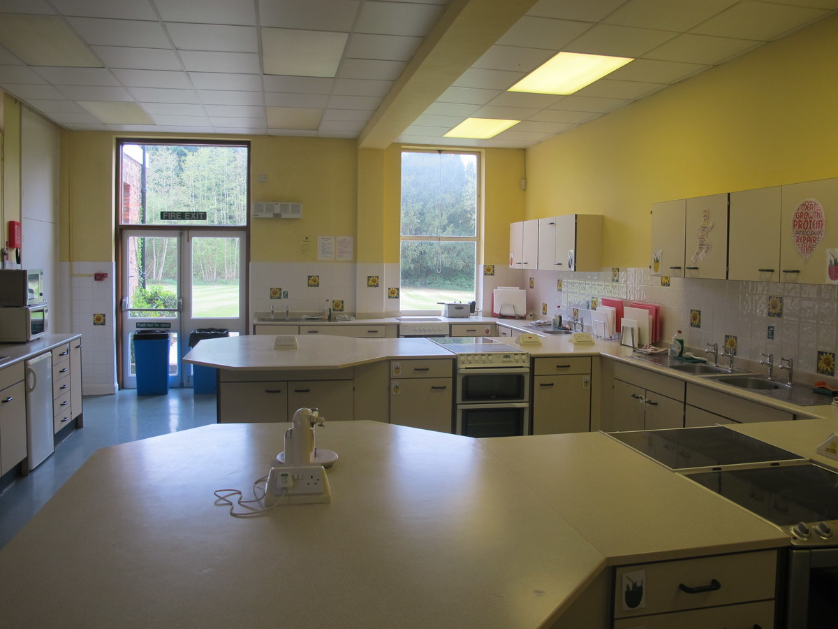 Food Technology Room - St Edward's School - Gloucestershire - 2 - SchoolHire