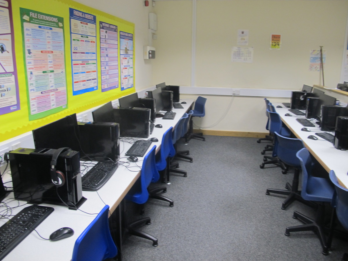 IT Suite - St Edward's School - Gloucestershire - 2 - SchoolHire