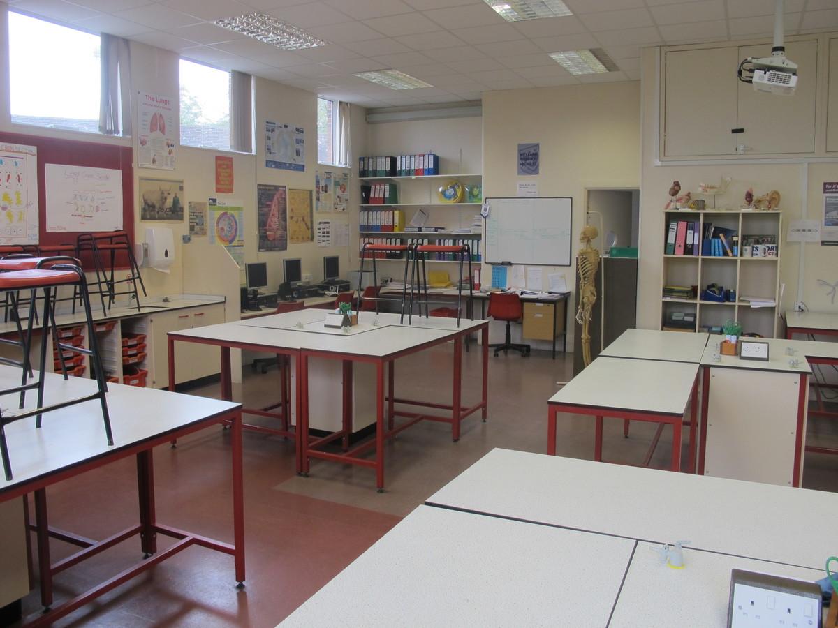 Science Classroom - St Edward's School - Gloucestershire - 4 - SchoolHire