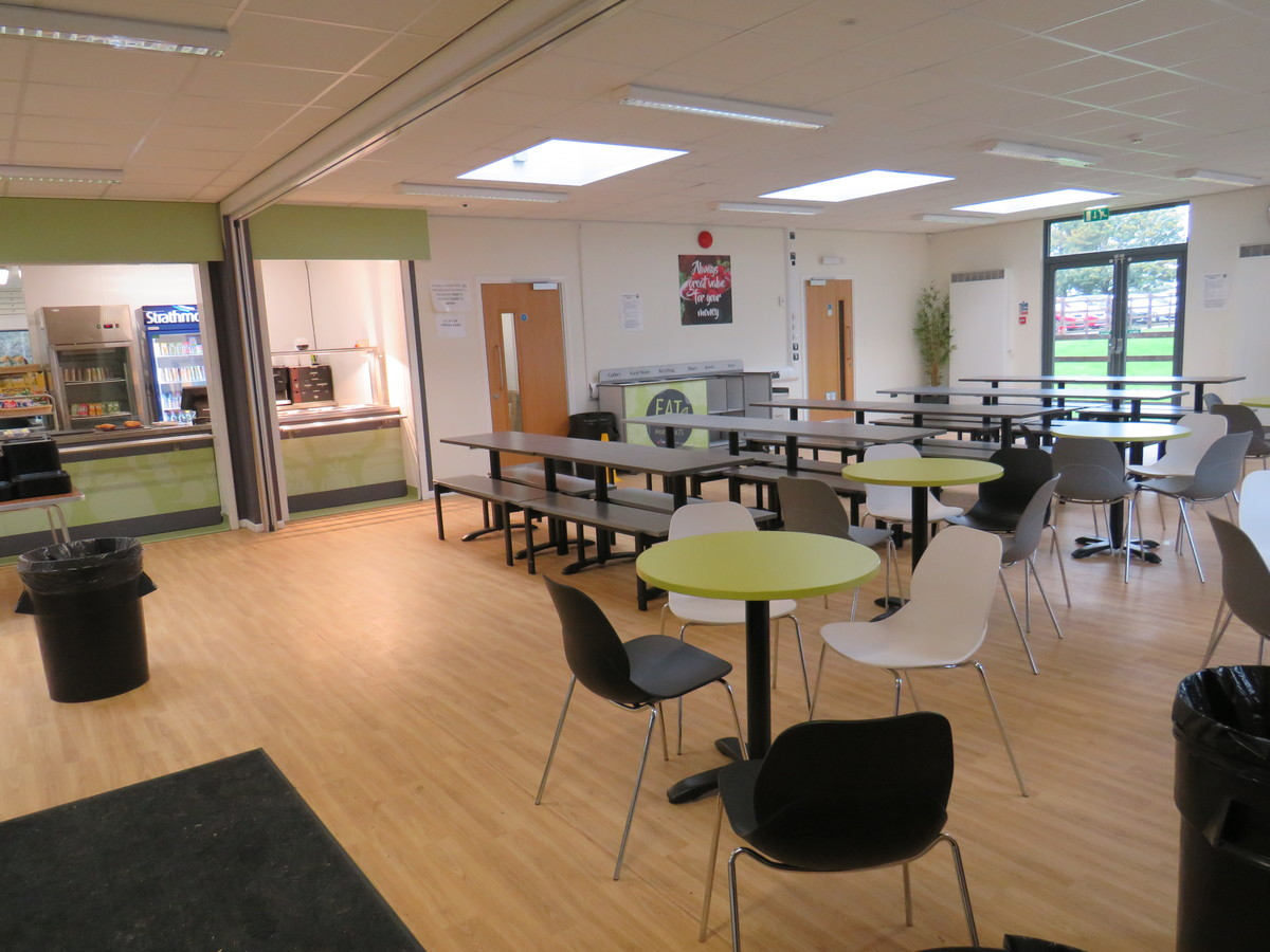 Canteen - South Charnwood High School - Leicestershire - 3 - SchoolHire