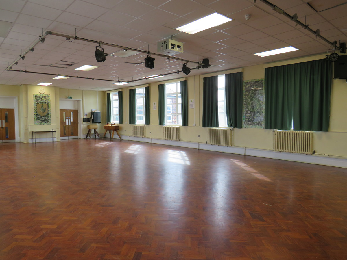 Main Hall - South Charnwood High School - Leicestershire - 3 - SchoolHire