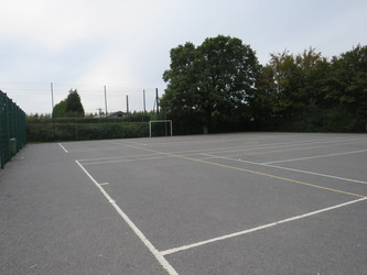 Netball/Tennis Courts - South Charnwood High School - Leicestershire - 4 - SchoolHire