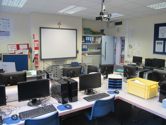 ICT Suite - St Edward's Preparatory  - Gloucestershire - 2 - SchoolHire