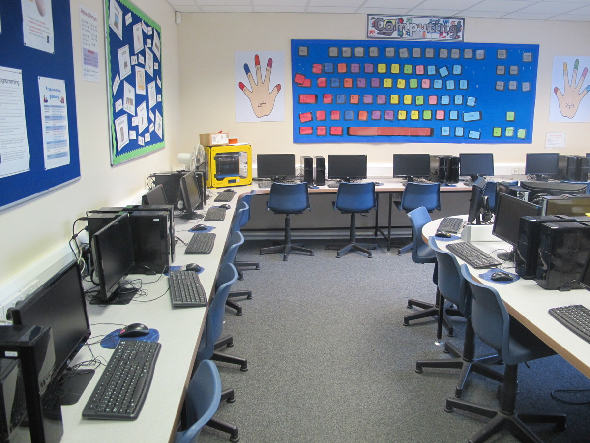 ICT Suite - St Edward's Preparatory  - Gloucestershire - 4 - SchoolHire