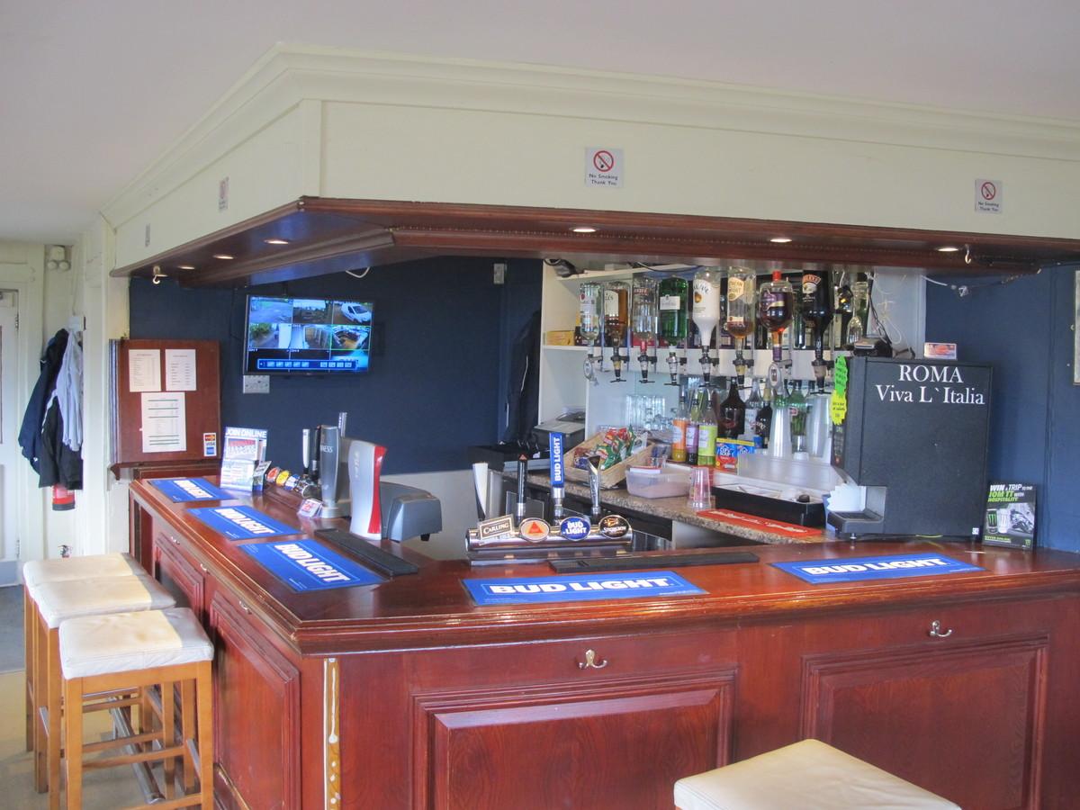 Bar & Outside Space - Pack Meadow - Warwickshire - 1 - SchoolHire